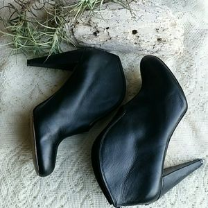 Vince Camuto black boots size 8.5